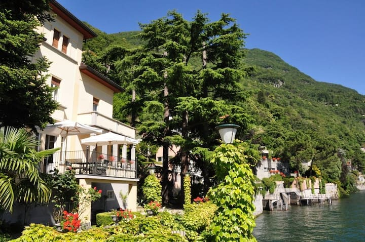 Villa Angela Maria Lake front - sleeps 10