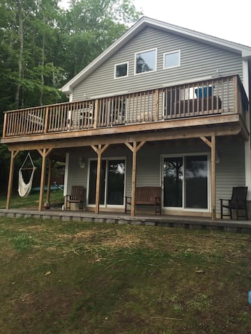 Private 2BR Floor of Beautiful Lake House - Barrington - Dom