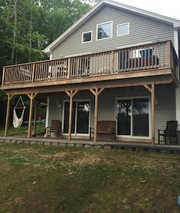 Private 2BR Floor of Beautiful Lake House - Barrington - Hus