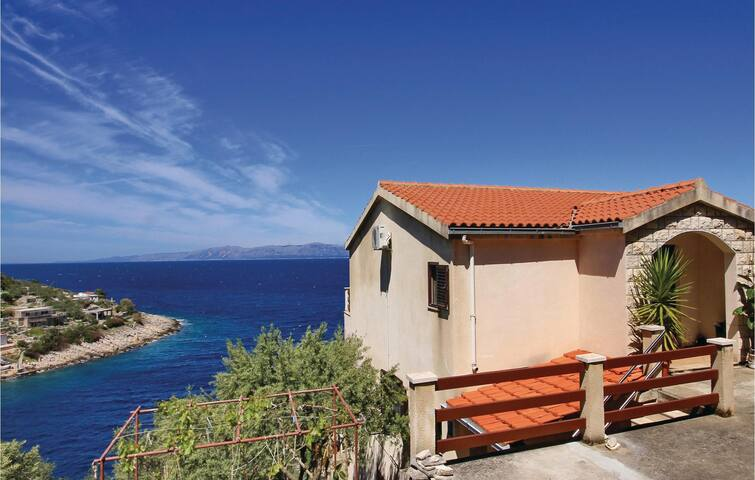 Holiday apartment with 2 bedrooms on 64m² in Blato