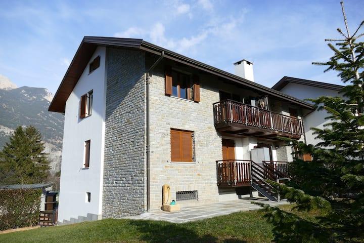 Senait Oulx, 3 bedrooms, living room, parking