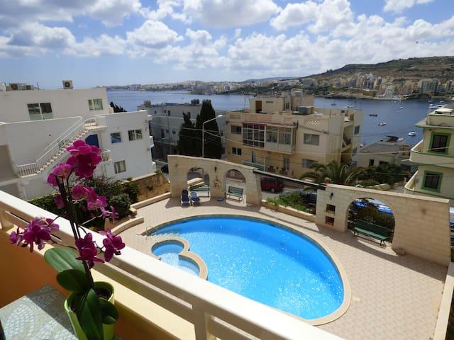 Maison D'Ete - pool, nice view, free parking