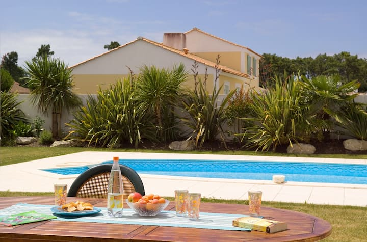 Villa charmante | Terrasse privée et piscine saisonnière!