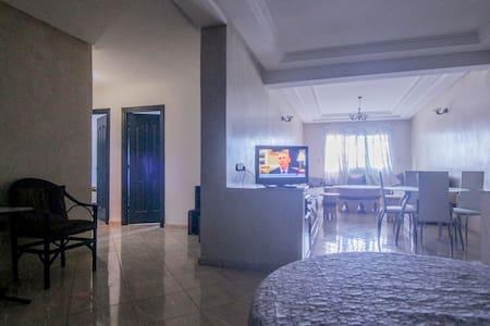 Bel Appart (110m²) bien ensoleillé au centre ville - Kénitra - Apartmen