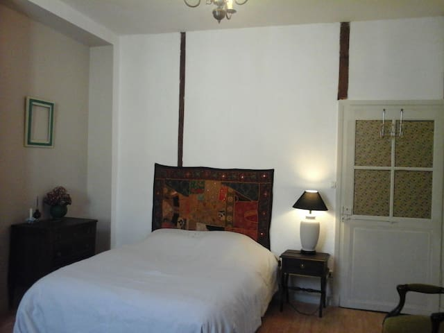Chambre en centre ville - Saint-Céré - Apartment