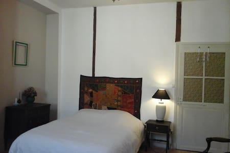 Chambre en centre ville - Saint-Céré - Lägenhet