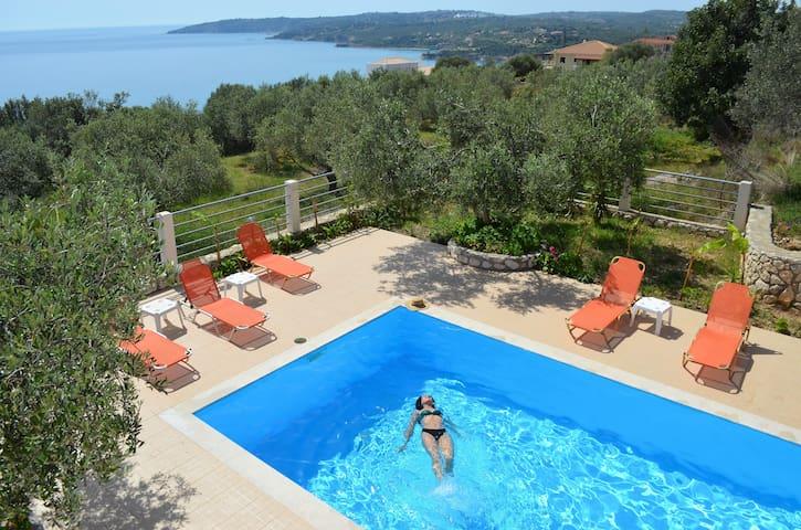 3 Bedroom Villa Eri With Private Swimming Pool