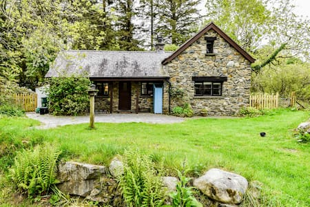 Ty Rowan - Snowdonia cottage in idyllic setting