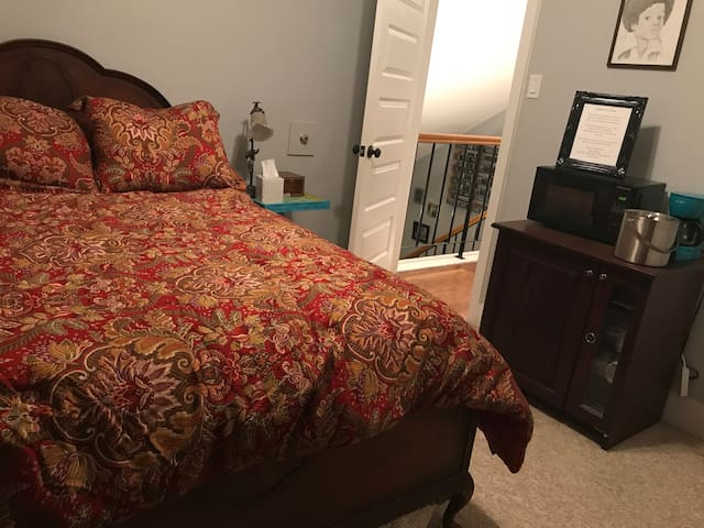 2 private room, Sleeps 4