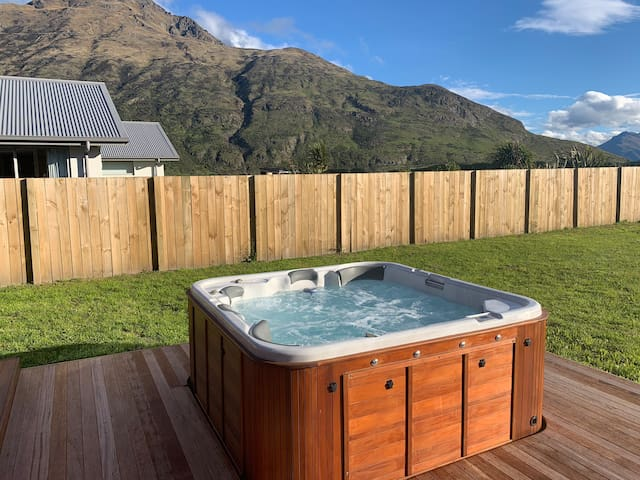 Privet Room, Stunning View's and Hot Tub