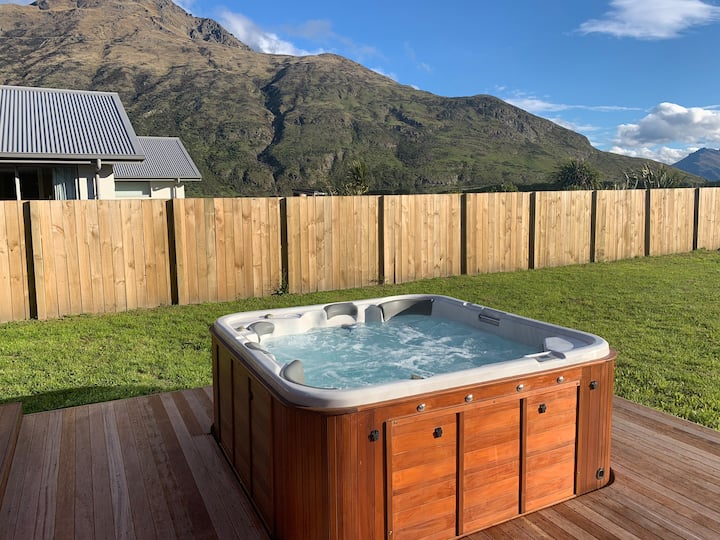 Private Room, Stunning View's and Hot Tub