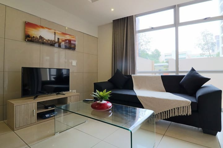 Luxury WIFI executive unit center of Sandton (4)