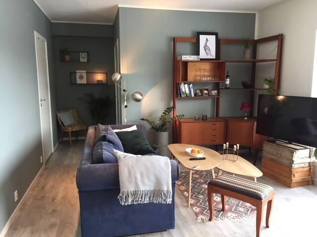Moderne leilighet tett på fjord, fjell og skog
