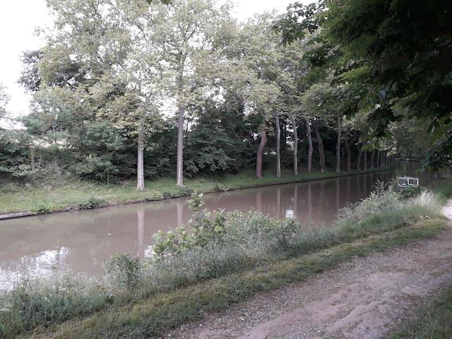 T1 avec jardin juste à côté du canal du midi