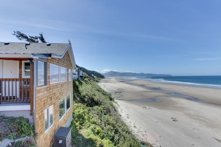 Mid-century, ground-level, modern oceanfront condo - dog friendly!