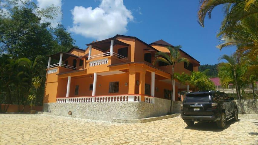 Preciosa Villa en la Cumbre, Bonao - Bonao - House