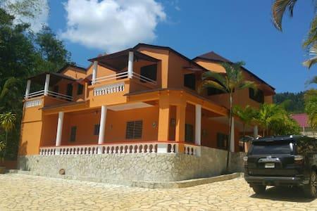 Villa Las Colinas  La Cumbre, Bonao