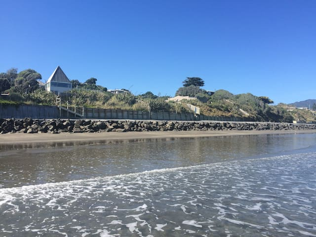 Absolute beachfront. Magic. - Paraparaumu - Dom