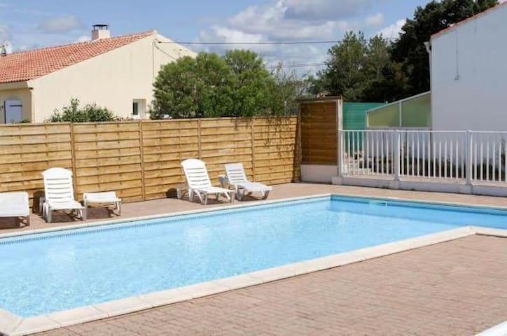 Maison de vacances avec piscine à 5km  de la mer