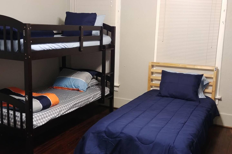 Bishop Arts Hostel-Coed Bed 2- Bottom Bunk