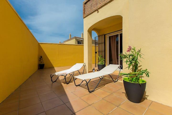 Alojamiento con piscina y patio. ( Entre dos Mares 1 )