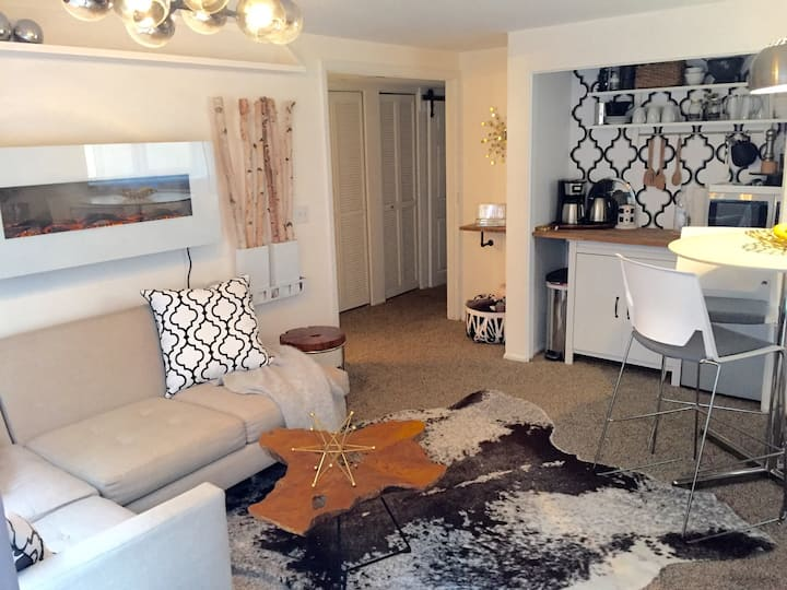 CHERRY CREEK CHIC RETREAT