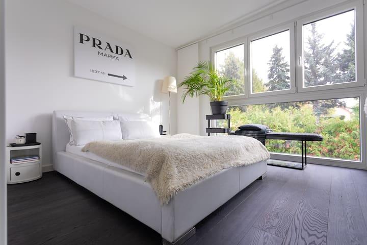 Luxury Design-Villa, close to City Center in 15min