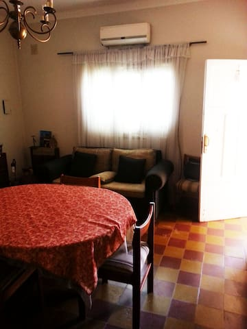 Central bedroom, with private bathroom and kitchen - San Juan - Haus
