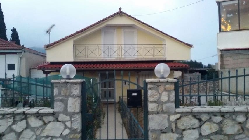 Family, warm house with attic - Tripoli - House