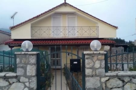 Family, warm house with attic - Tripoli - Talo