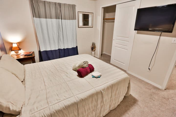 Quiet secluded BDRM w/TV in room & 1G internet