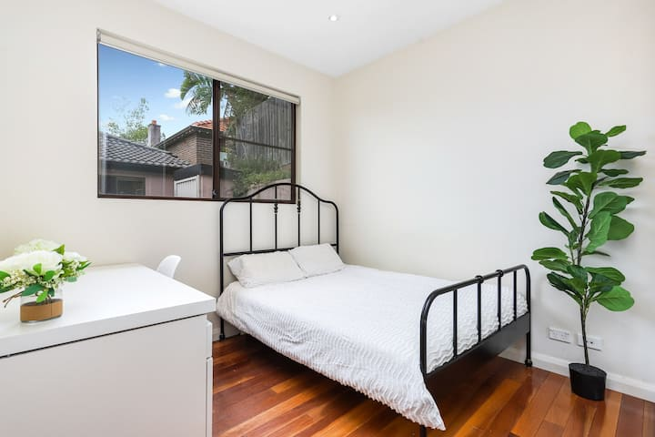 Private furnished room next to UNSW