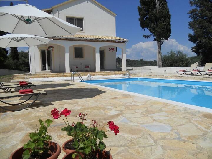 Fedrita mountain-sea views, private pool, wifi, ac