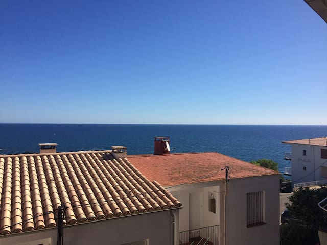 Small 1 bedroom apartment w/ sea view, Costa Brava
