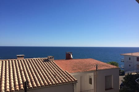 Small 1 bedroom apartment w/ sea view, Costa Brava