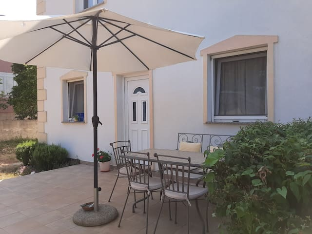 Enjoy 2BD apartment near beach&center