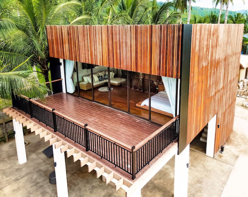 This is the newly built house. finished on 2017. Dec. Its the only luxury house at the #1 beach in Asia.