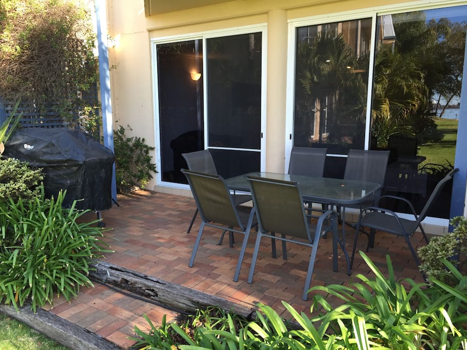 Front deck with uninterrupted views of Lake Mulwala.