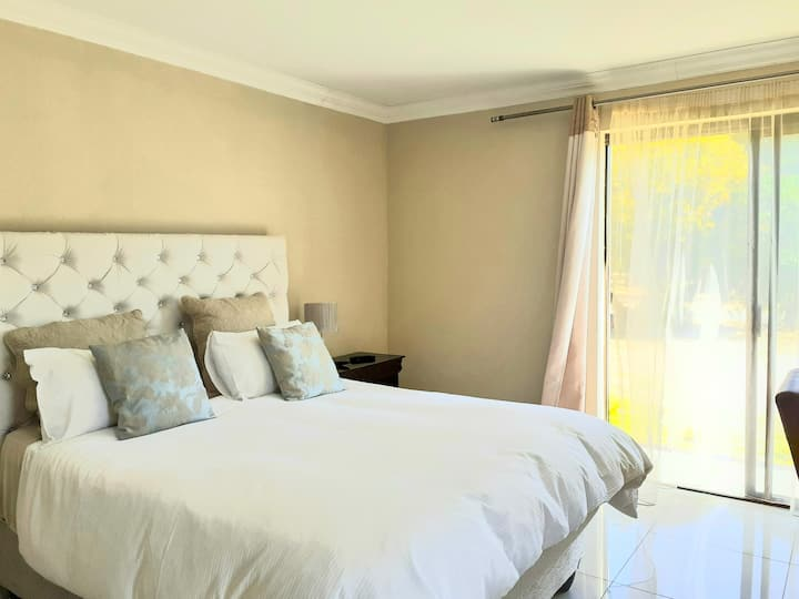 Serene Pastures Guesthouse : Room 3 wifi, dstv