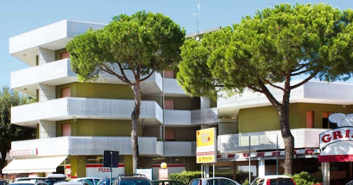 apt for 2+2 persons with a/c in Bibione R76541