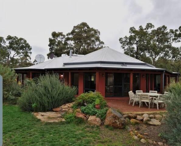 Peaceful & Relaxing,  Modern Bush retreat