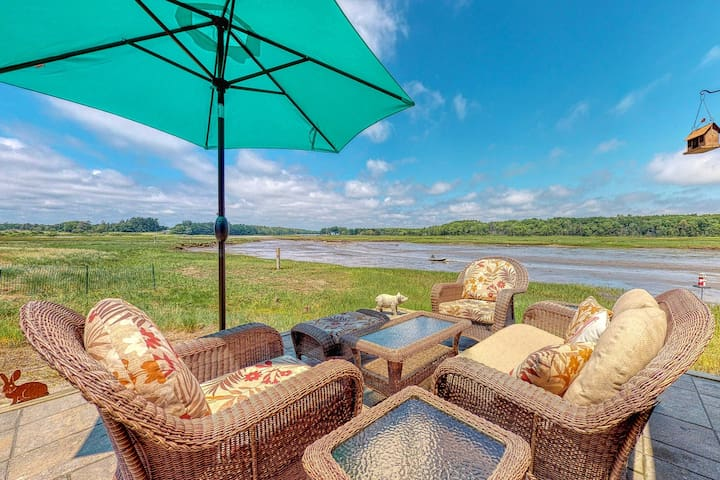 Gorgeous, waterfront home w/ river views from the patio - walk to the beach!
