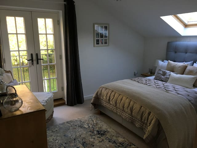 Lovely room in quiet location near Oundle