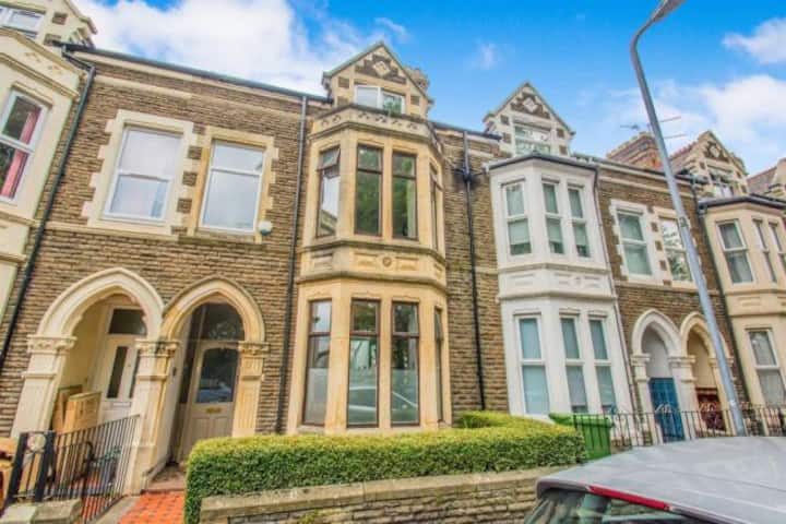 Central Cardiff Victorian Town House *free parking