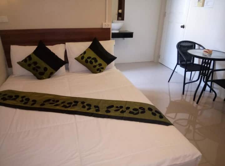 Double room with private bathroom in Khao San