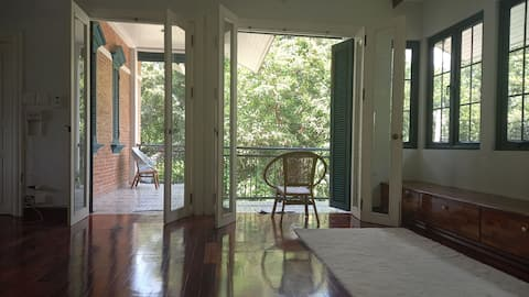 Quiet frenchy house 1.5km from city train station