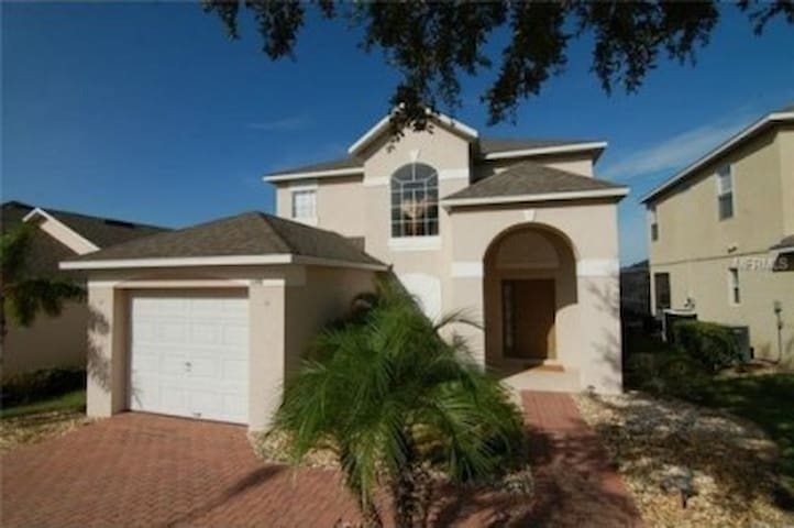 Perfect for families + private pool & games room - Haines City - Casa