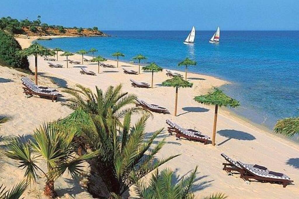 spiaggia del Forte Village a 5 minuti di distanza, accessibile a tutti