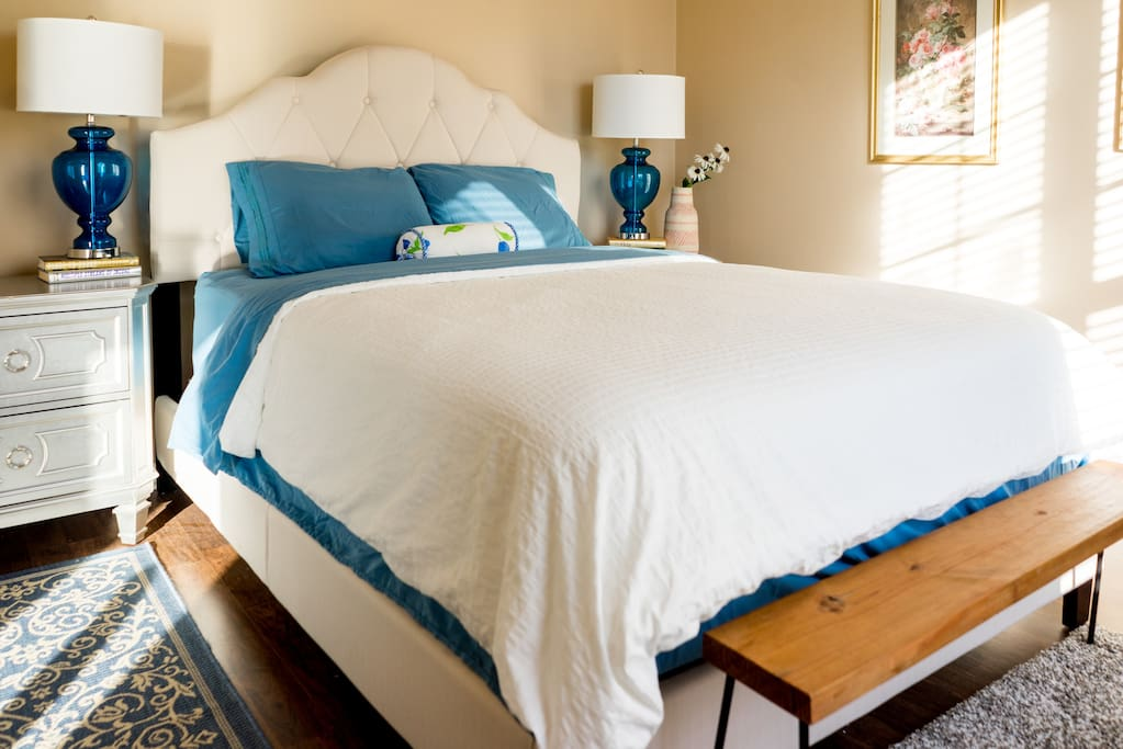 BR1 Queen bed with double pillowtop mattress