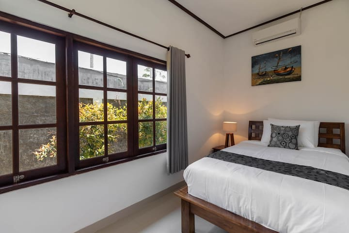 Small room with singel bed without bathroom